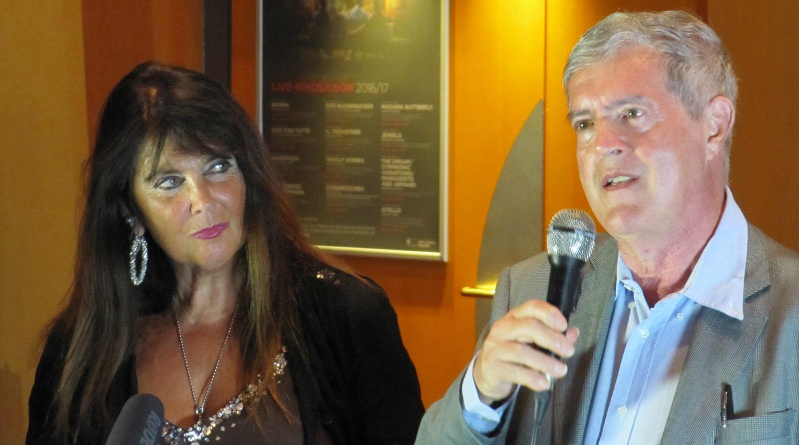 """Schauspielerin Caroline Munro und Regisseur Liugi Cozzi beim Q&A vor dem Screening von """"Star Crash"""". © wirsindmovies.com"""